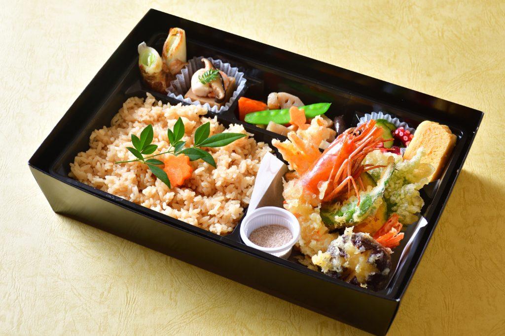 星(ほし)出汁茶飯と天ぷら弁当